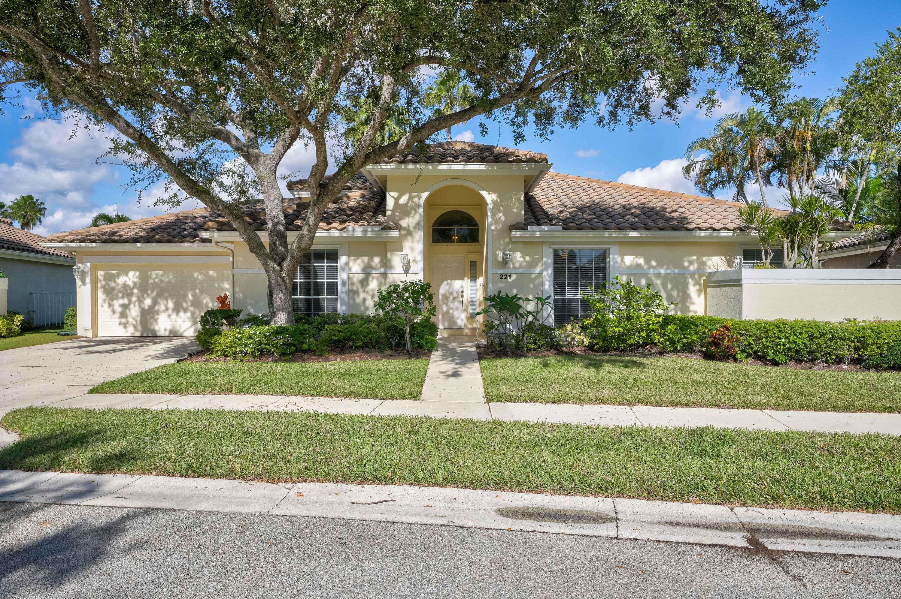221 Eagleton Lake Boulevard, Palm Beach Gardens, Florida 33418, 3 Bedrooms Bedrooms, ,2.1 BathroomsBathrooms,A,Single family,Eagleton Lake,RX-10493801
