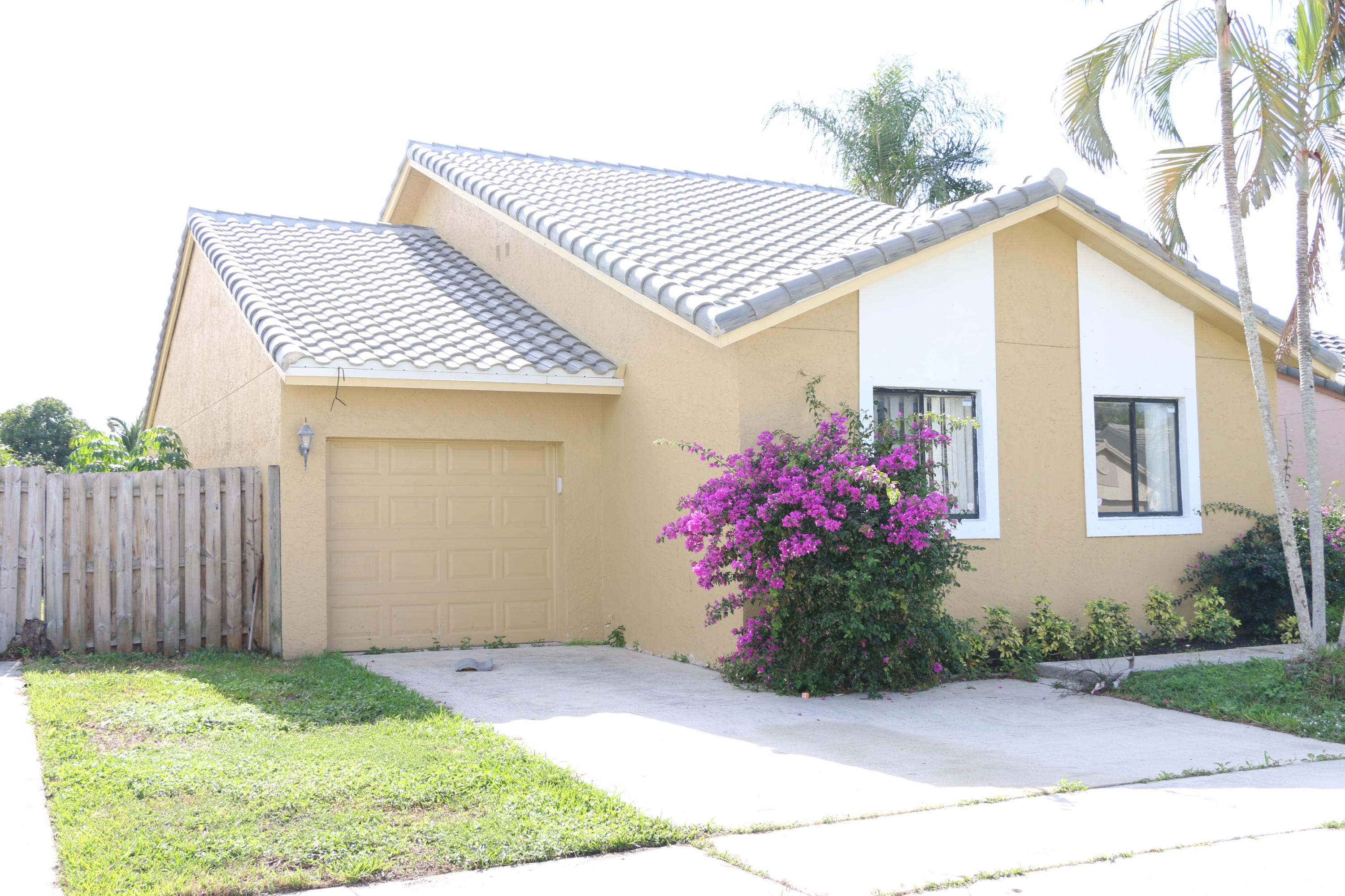 5777 Strawberry Lakes Circle Lake Worth, FL 33463 photo 2