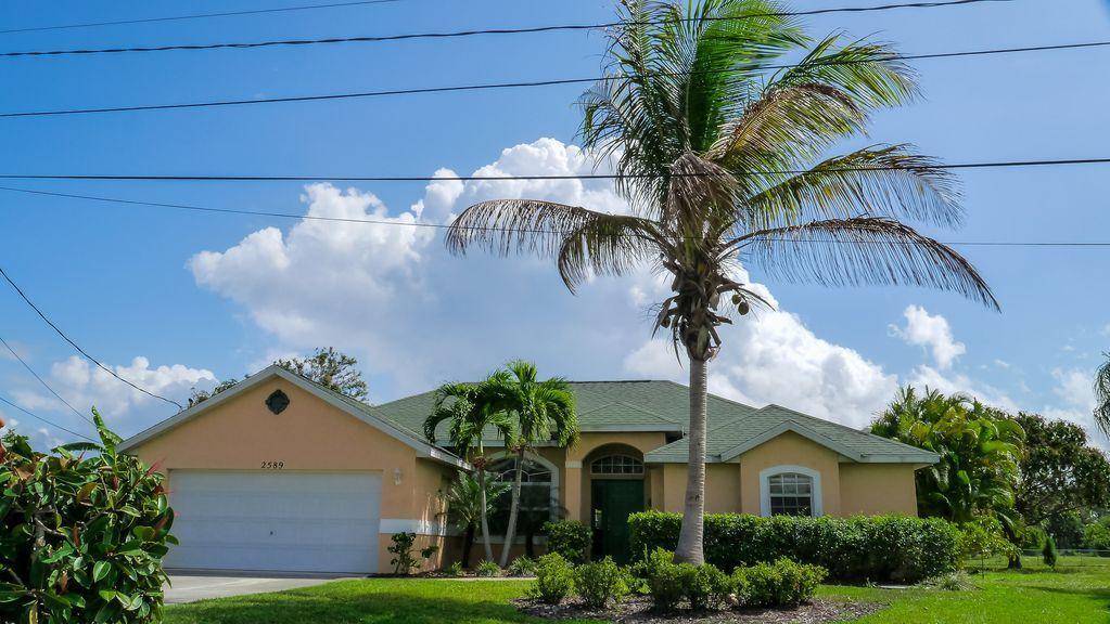 2589 SE Lyman Circle, Port Saint Lucie, Florida