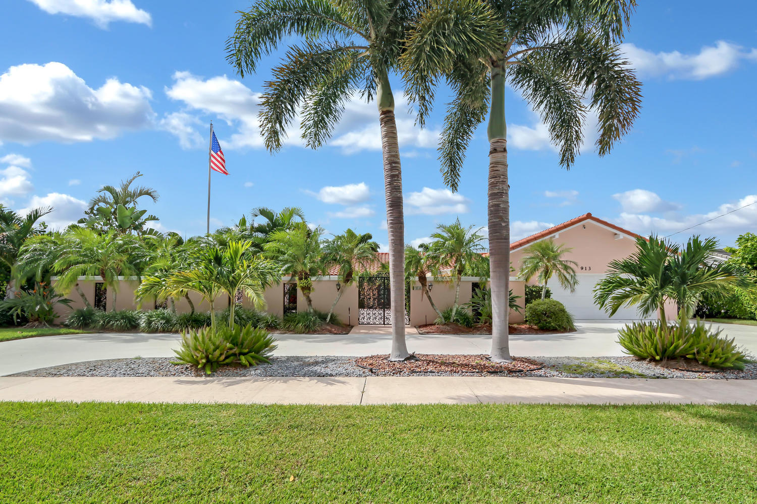 913 Country Club Drive, North Palm Beach, Florida 33408, 4 Bedrooms Bedrooms, ,3 BathroomsBathrooms,A,Single family,Country Club,RX-10494670