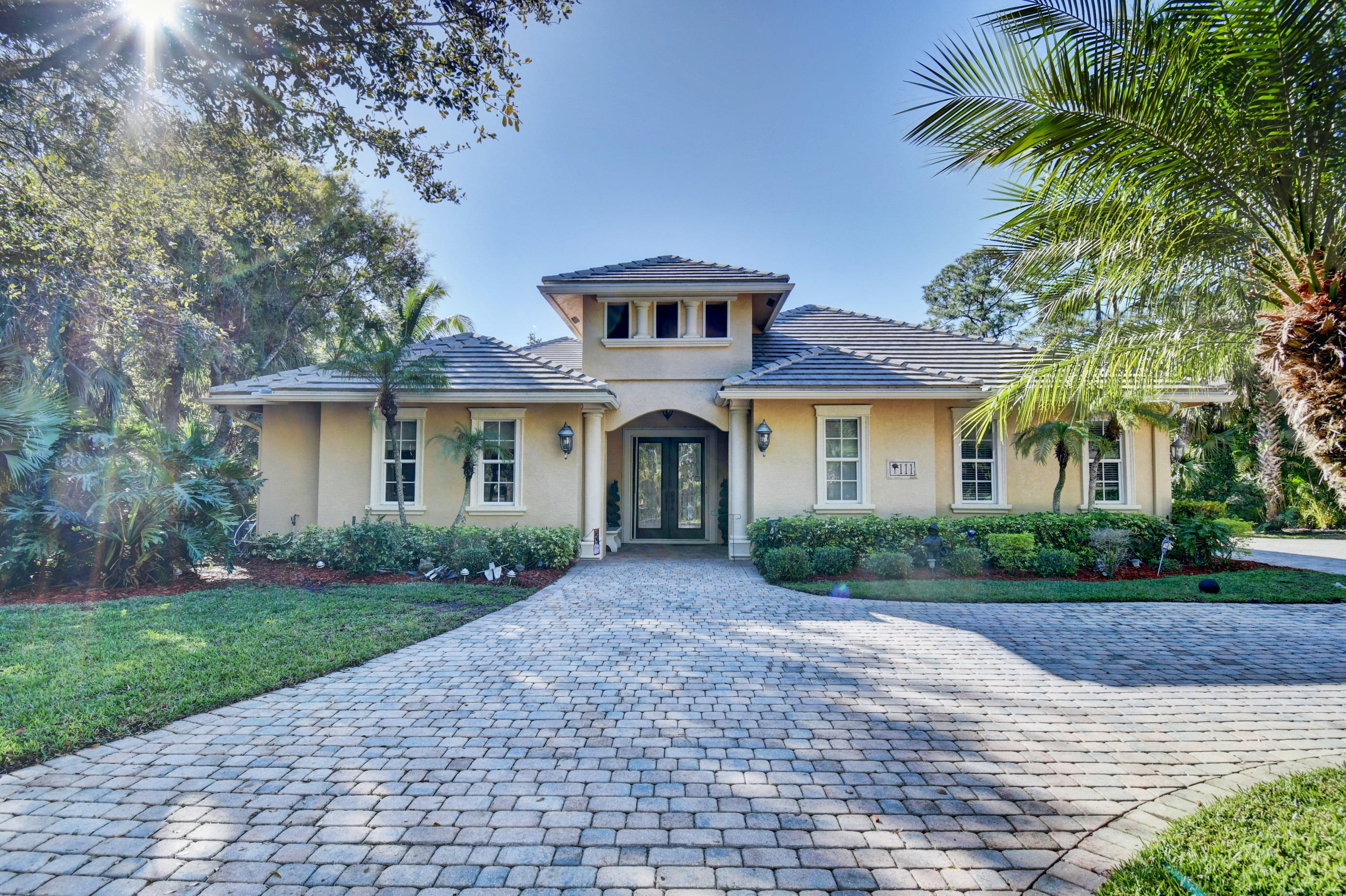 111 NE Charleston Oaks Drive, Port Saint Lucie, Florida