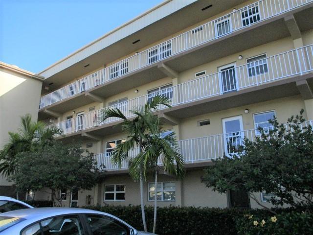 VILLAGE ROYALE GREENSIDE home 2400 NE 1st Lane Boynton Beach FL 33435