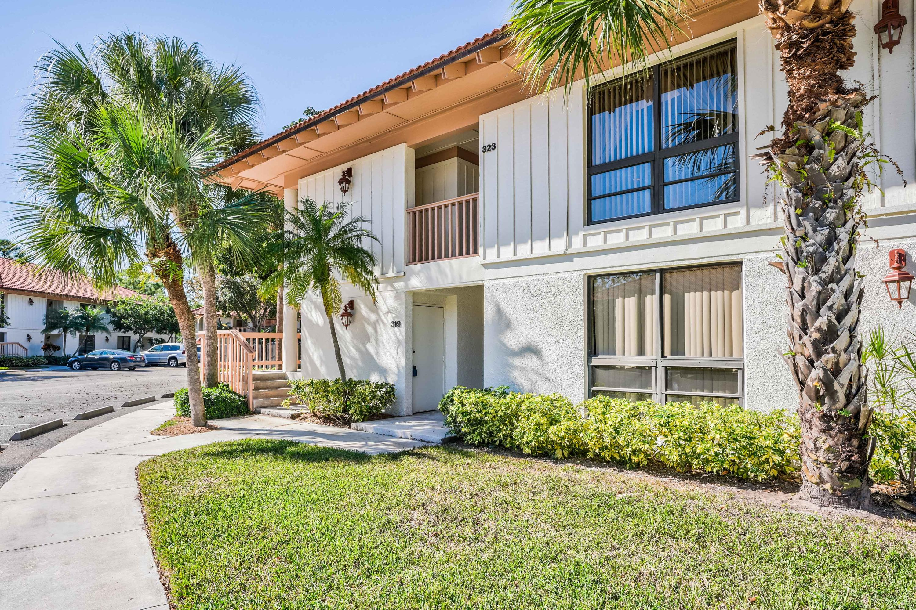 323 Brackenwood Circle, Palm Beach Gardens, Florida 33418, 2 Bedrooms Bedrooms, ,2 BathroomsBathrooms,A,Condominium,Brackenwood,RX-10495171
