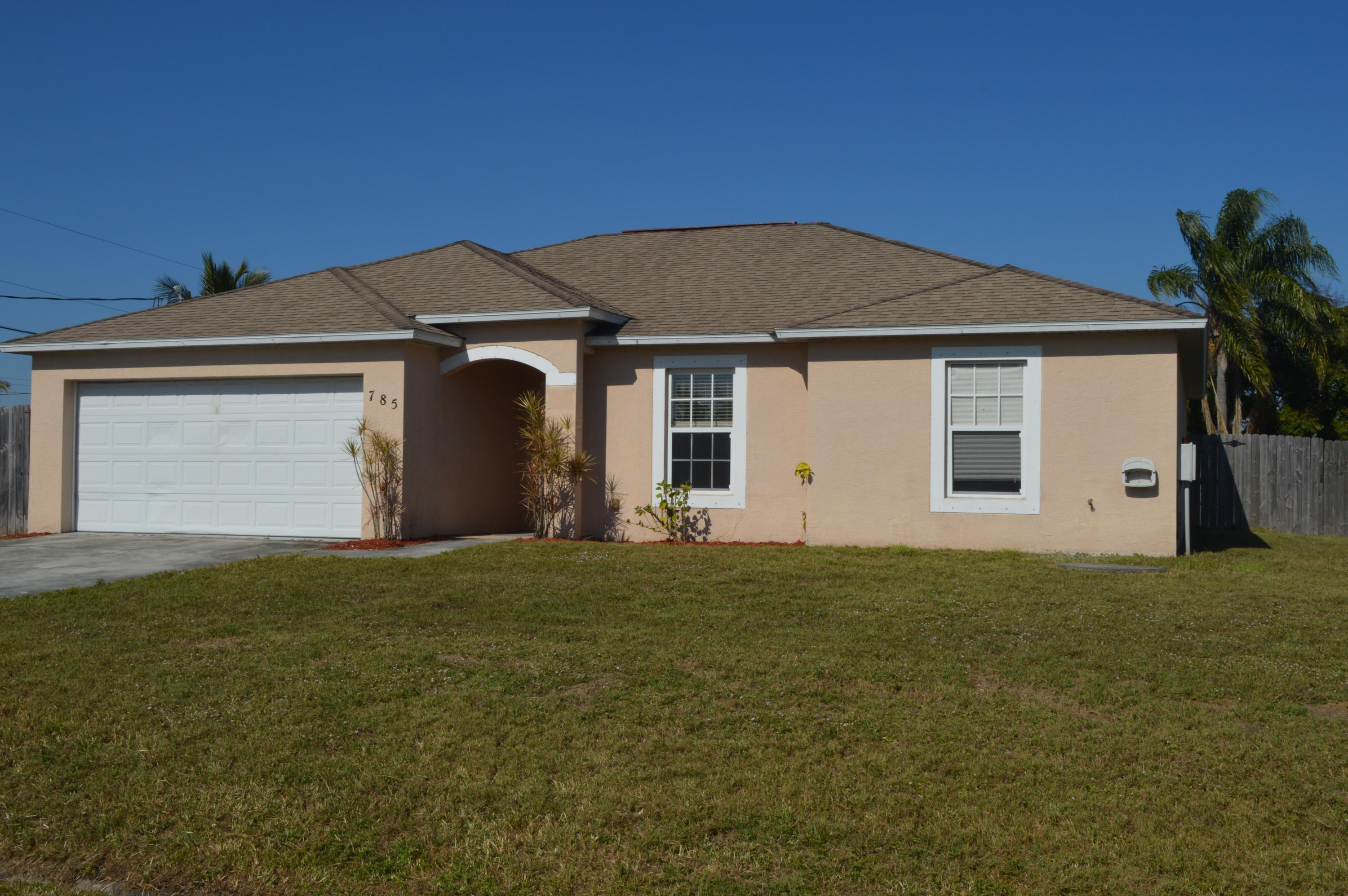 785 SW Lakehurst Drive, Port Saint Lucie, Florida
