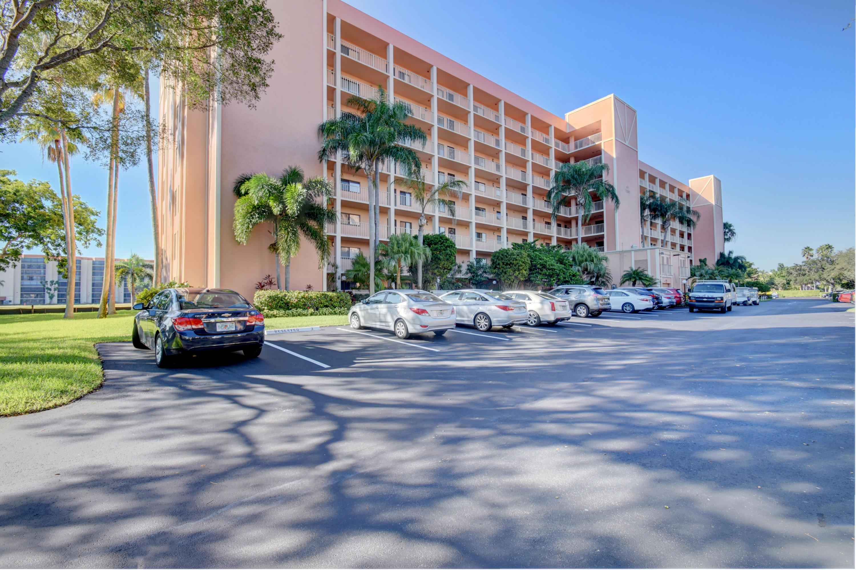 7290 Kinghurst Drive 206  Delray Beach, FL 33446