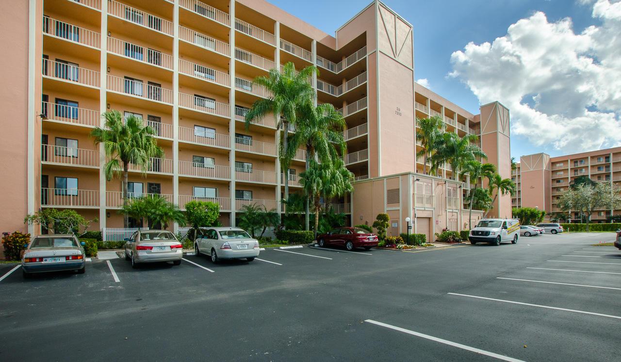 7310 Ashford Place 301  Delray Beach, FL 33446