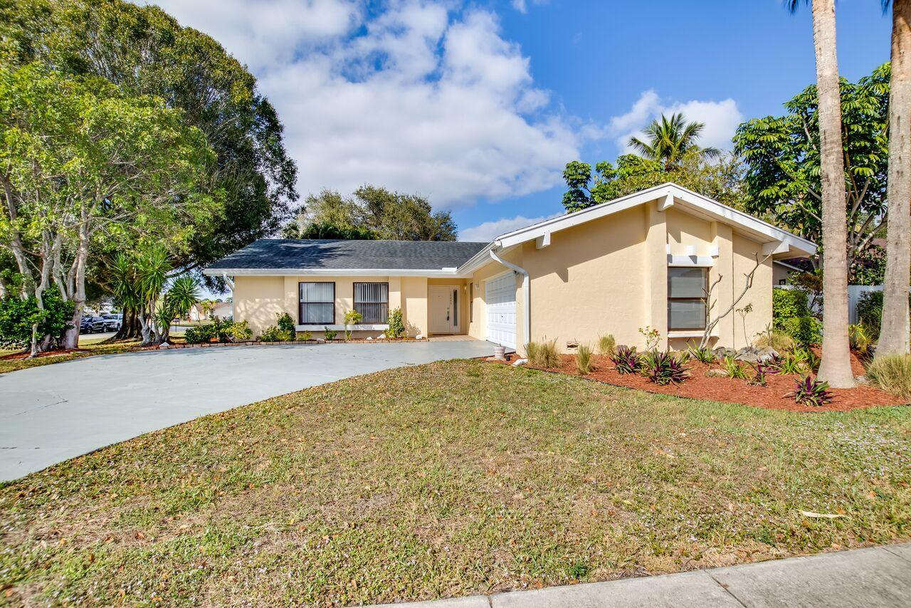 12245 Old Country Road Wellington, FL 33414