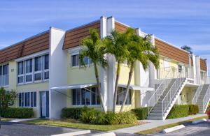Colonnades Condominium No 1