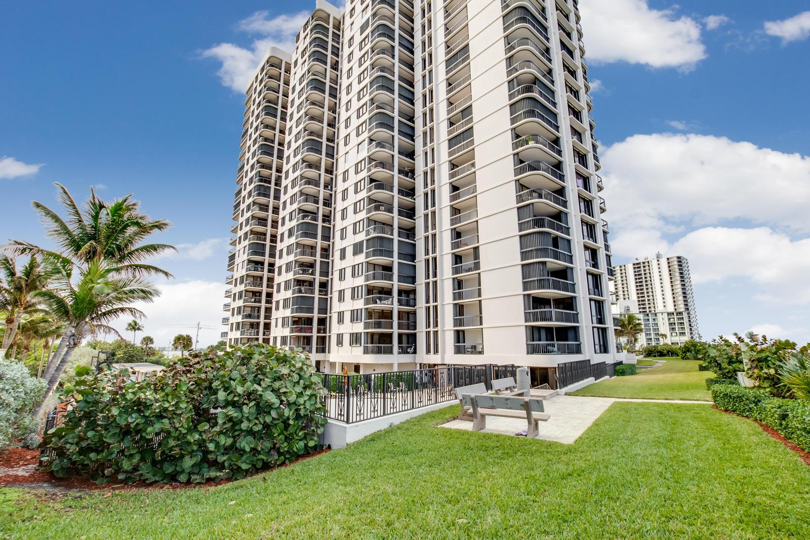 5380 Ocean Drive 10-E, Singer Island, Florida 33404, 2 Bedrooms Bedrooms, ,2 BathroomsBathrooms,A,Condominium,Ocean,RX-10500806