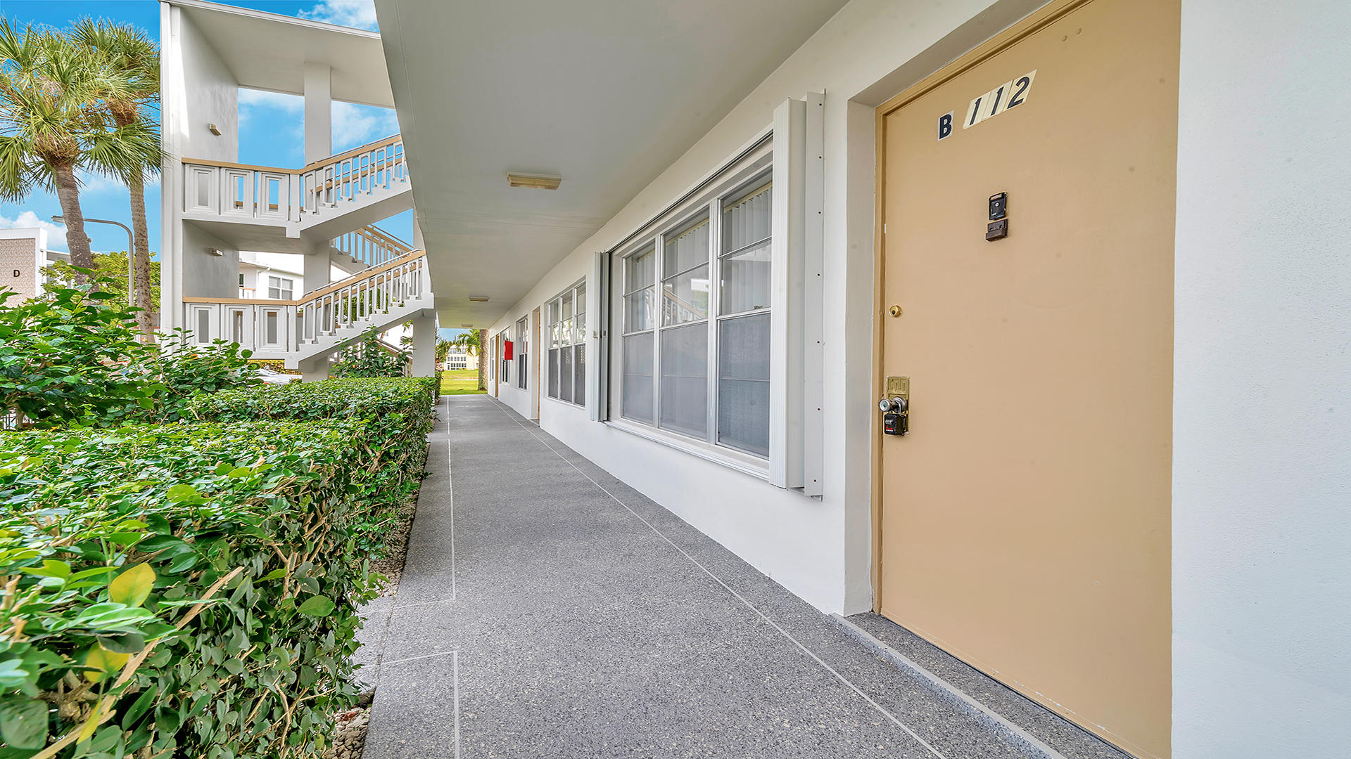112 Wellington B West Palm Beach, FL 33417 photo 2