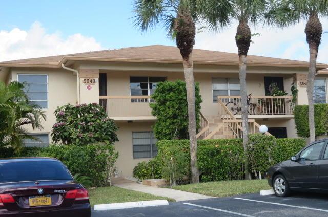 PALM GREENS AT VILLA DEL RAY CONDO II home 5849 Areca Palm Court Delray Beach FL 33484