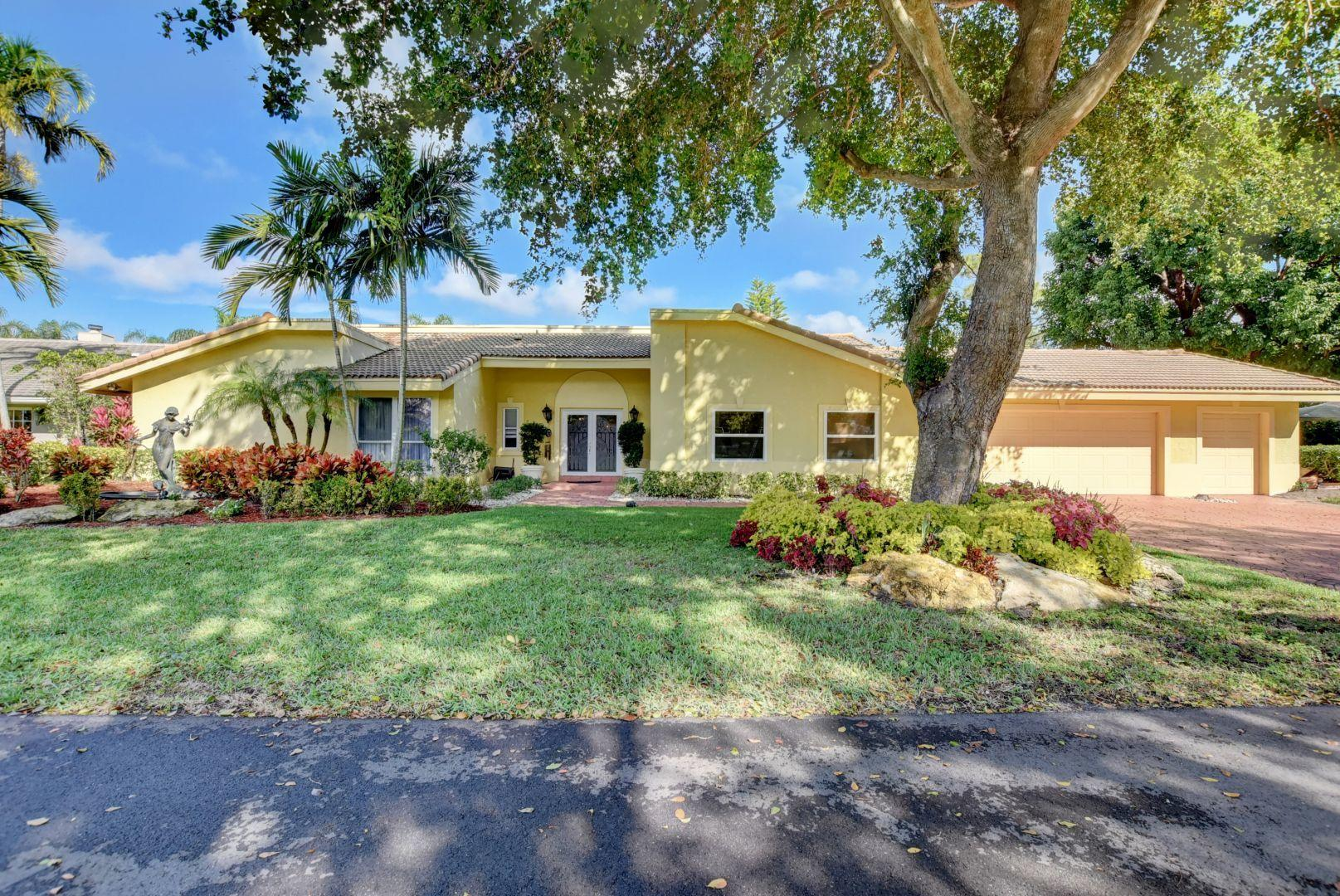 4869 Pineview Circle  Delray Beach, FL 33445