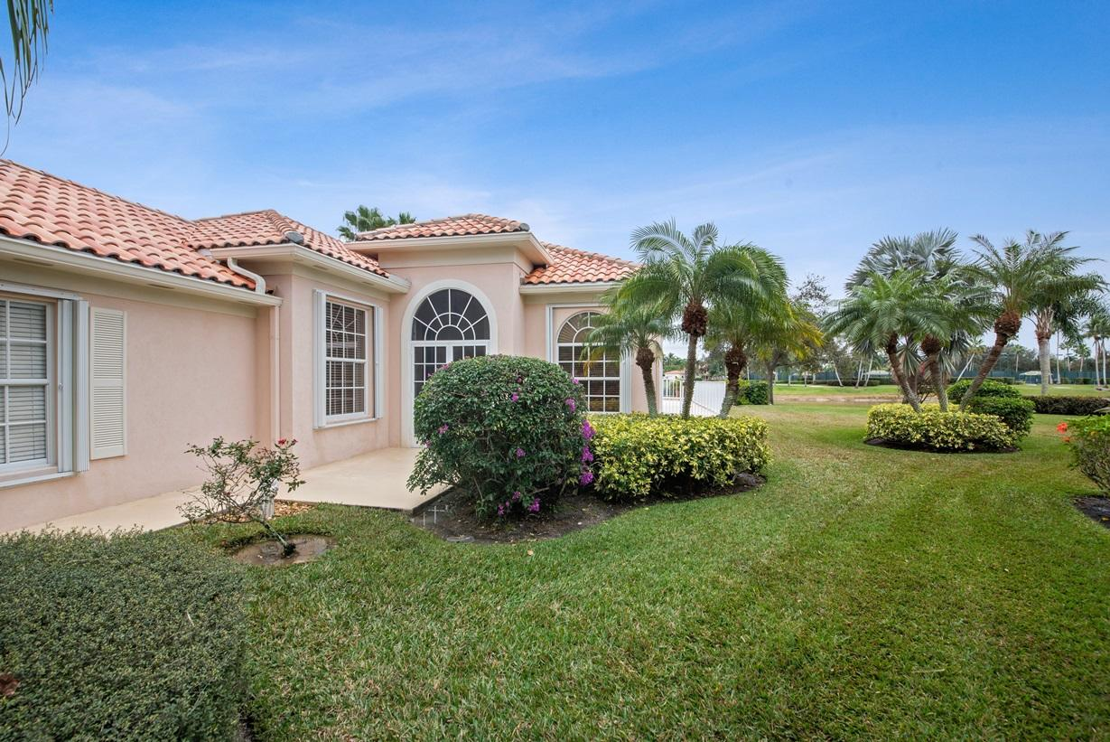 Photo of home for sale at 7586 Quida Drive, West Palm Beach FL