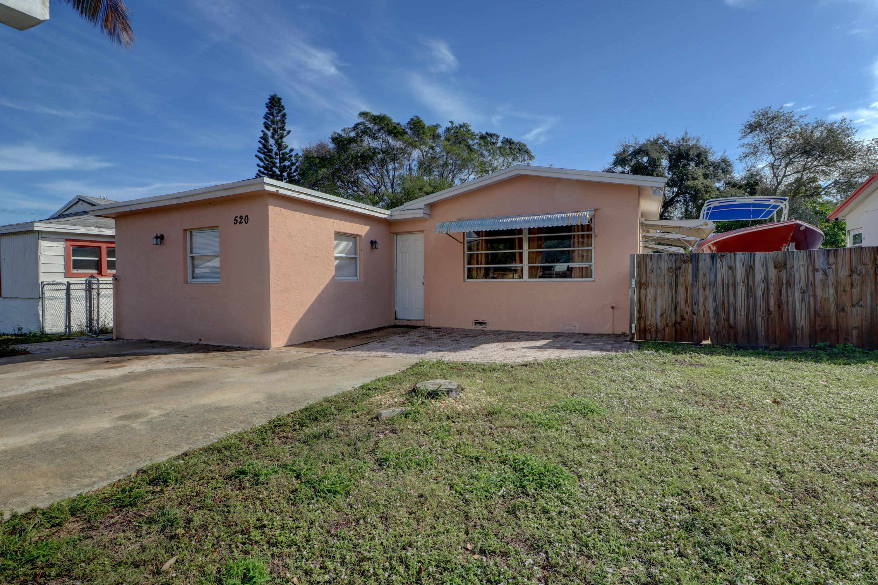Photo of home for sale at 520 B Street N, Lake Worth FL