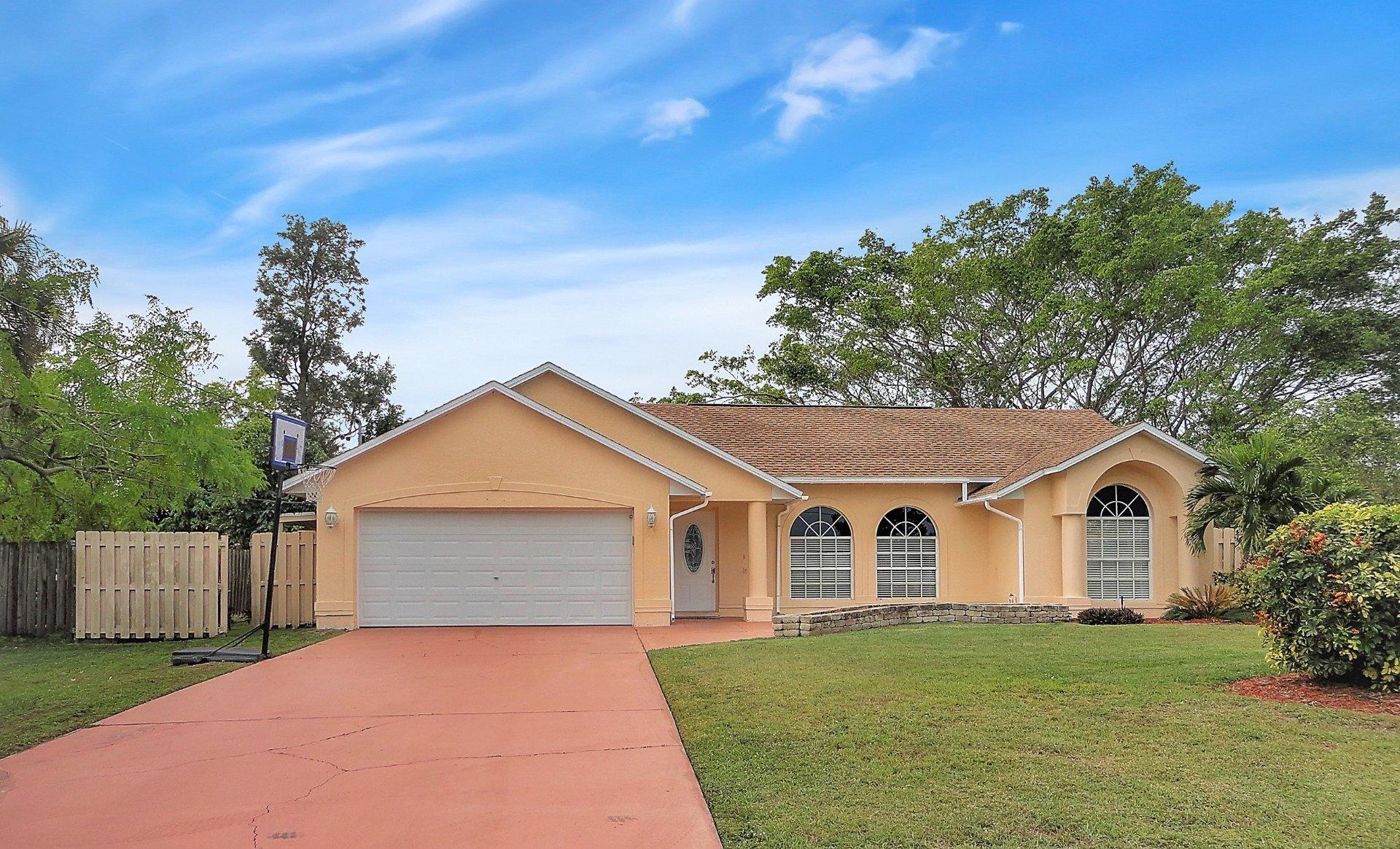 2574 SE Perugia Street - Port St Lucie, Florida