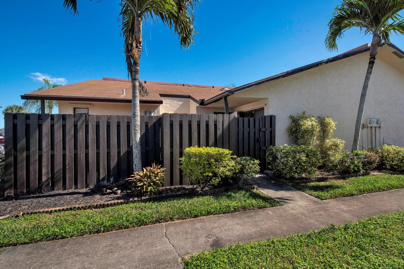 1602 W Waterview Circle Palm Springs, FL 33461 photo 1