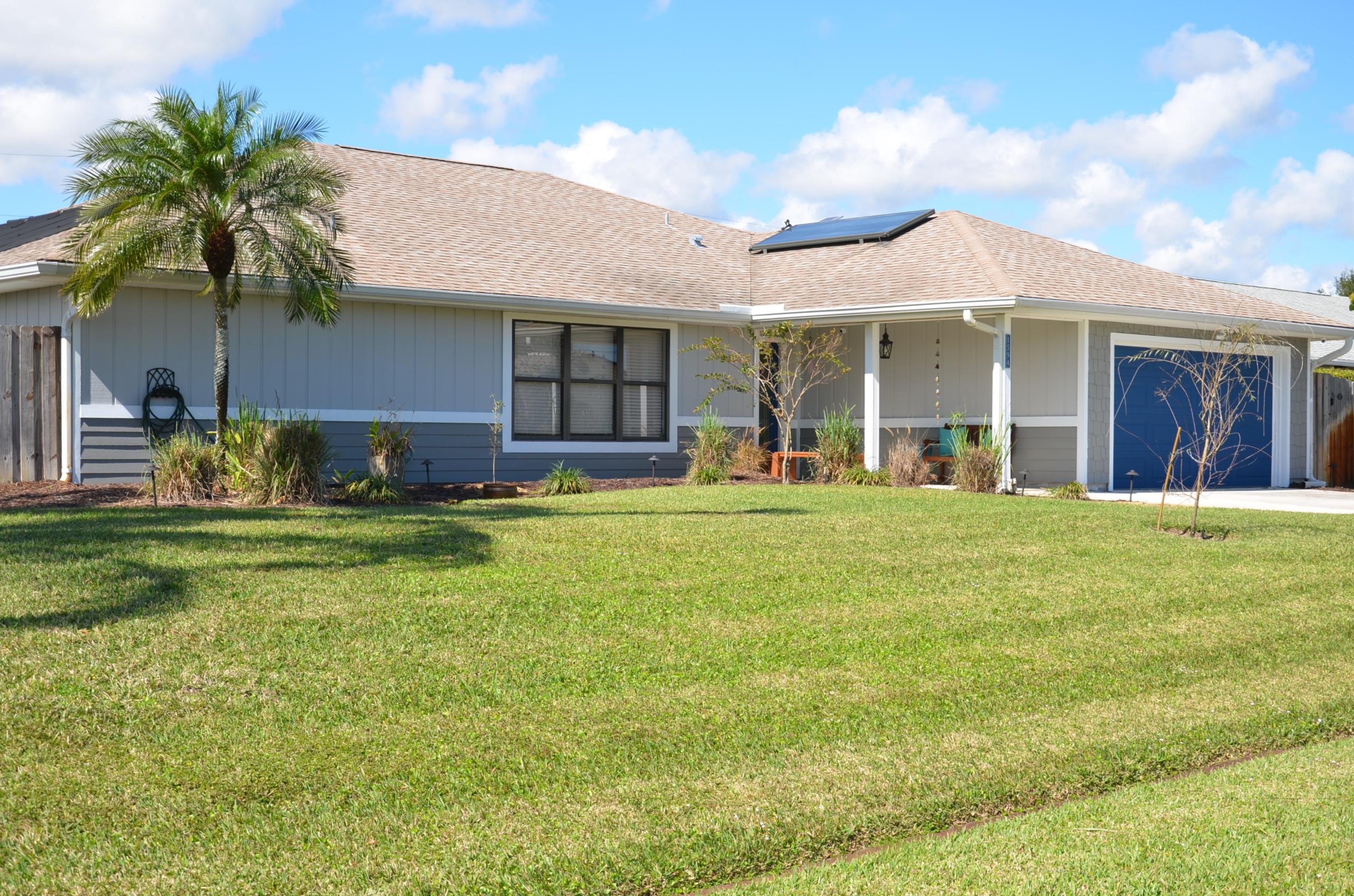 Photo of home for sale at 1594 Cownie Street SE, Port Saint Lucie FL