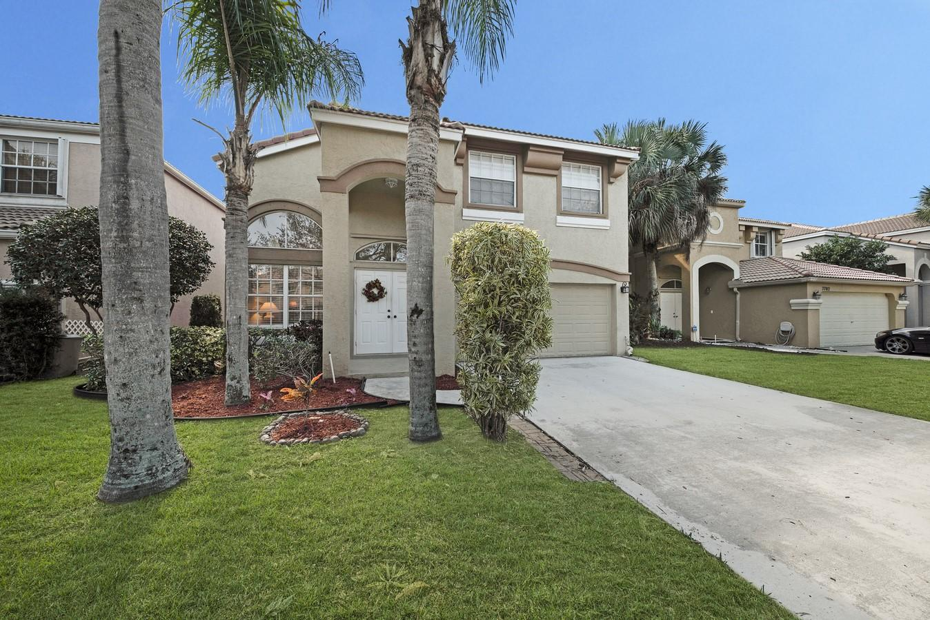 Photo of home for sale at 7698 Oak Grove Circle, Lake Worth FL