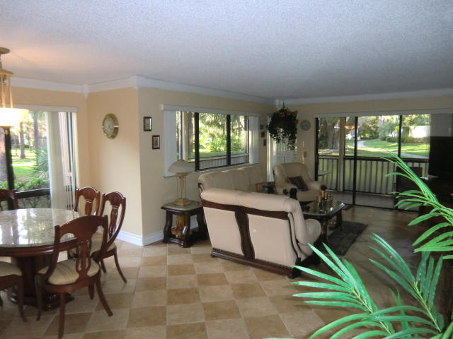 Photo of home for sale at 563 Brackenwood Place, Palm Beach Gardens FL