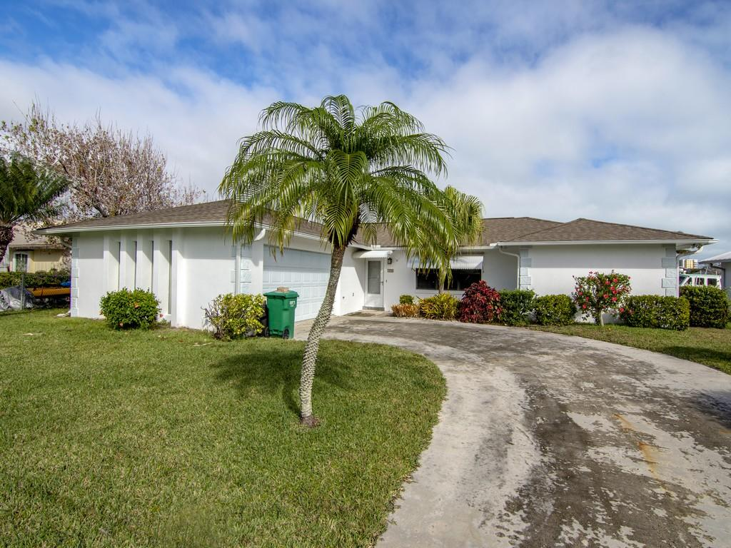 Photo of home for sale at 250 Bermuda Beach Drive, Fort Pierce FL