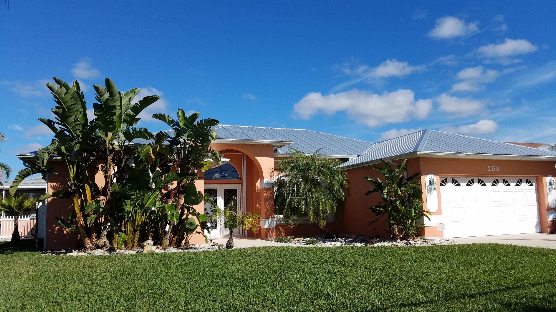 Photo of home for sale at 250 Ridgecrest Drive SW, Port Saint Lucie FL