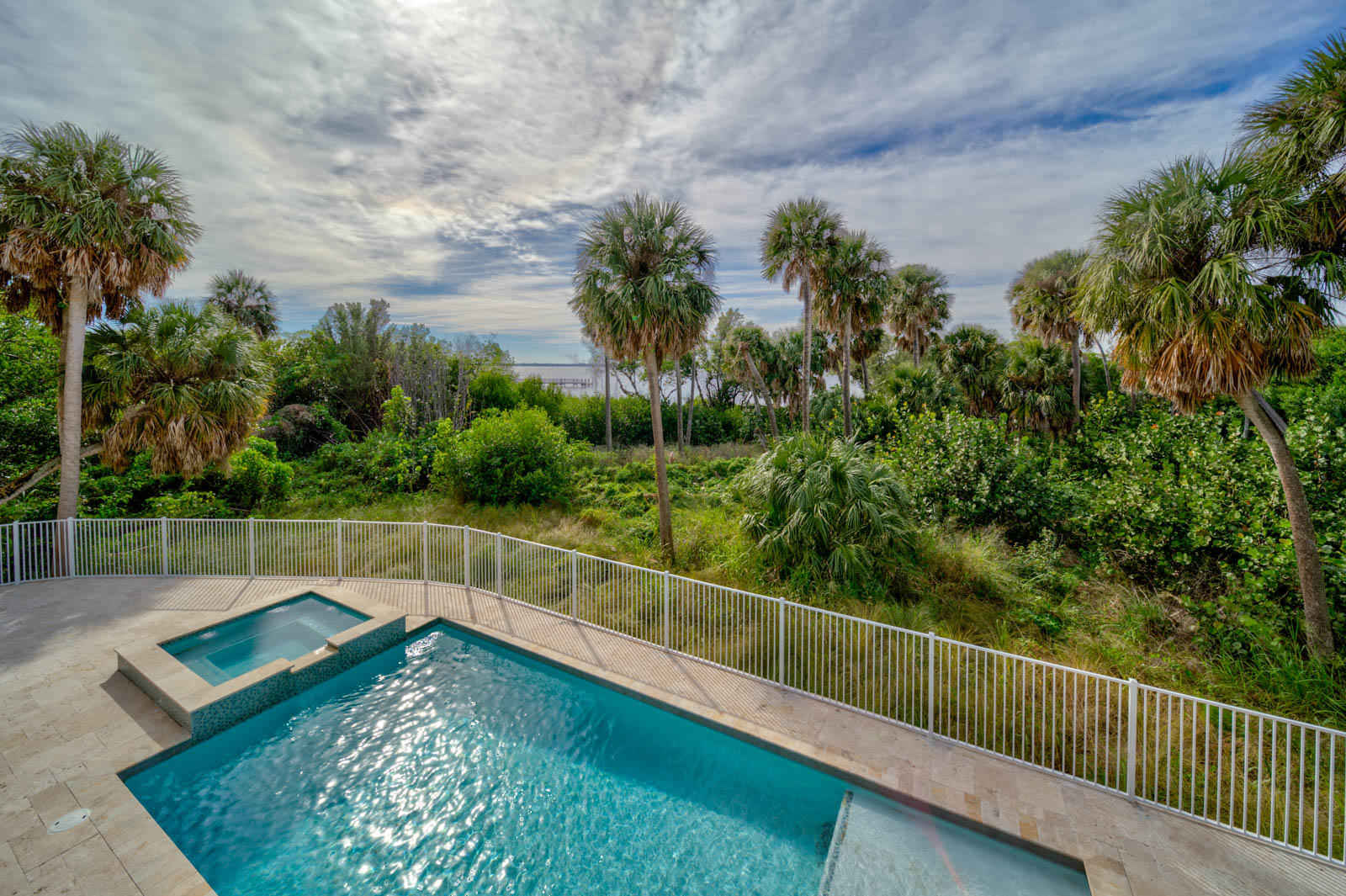 PELICAN POINTE WEST(PB 40-35) LOT 1 (OR 3765-1700)