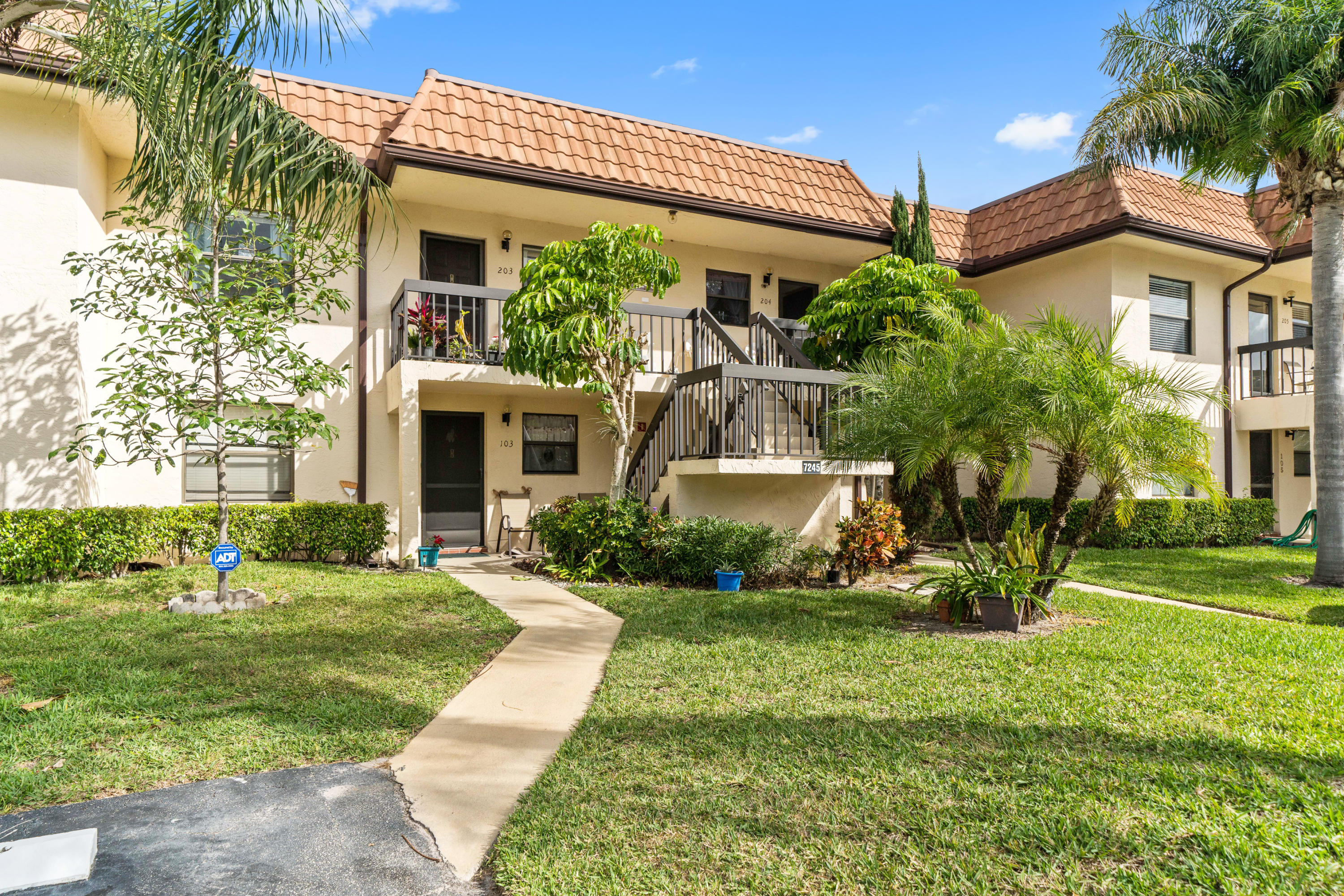 Home for sale in LUCERNE LAKES GOLF COLONY CONDS 1 THRU 12 & 14 Lake Worth Florida