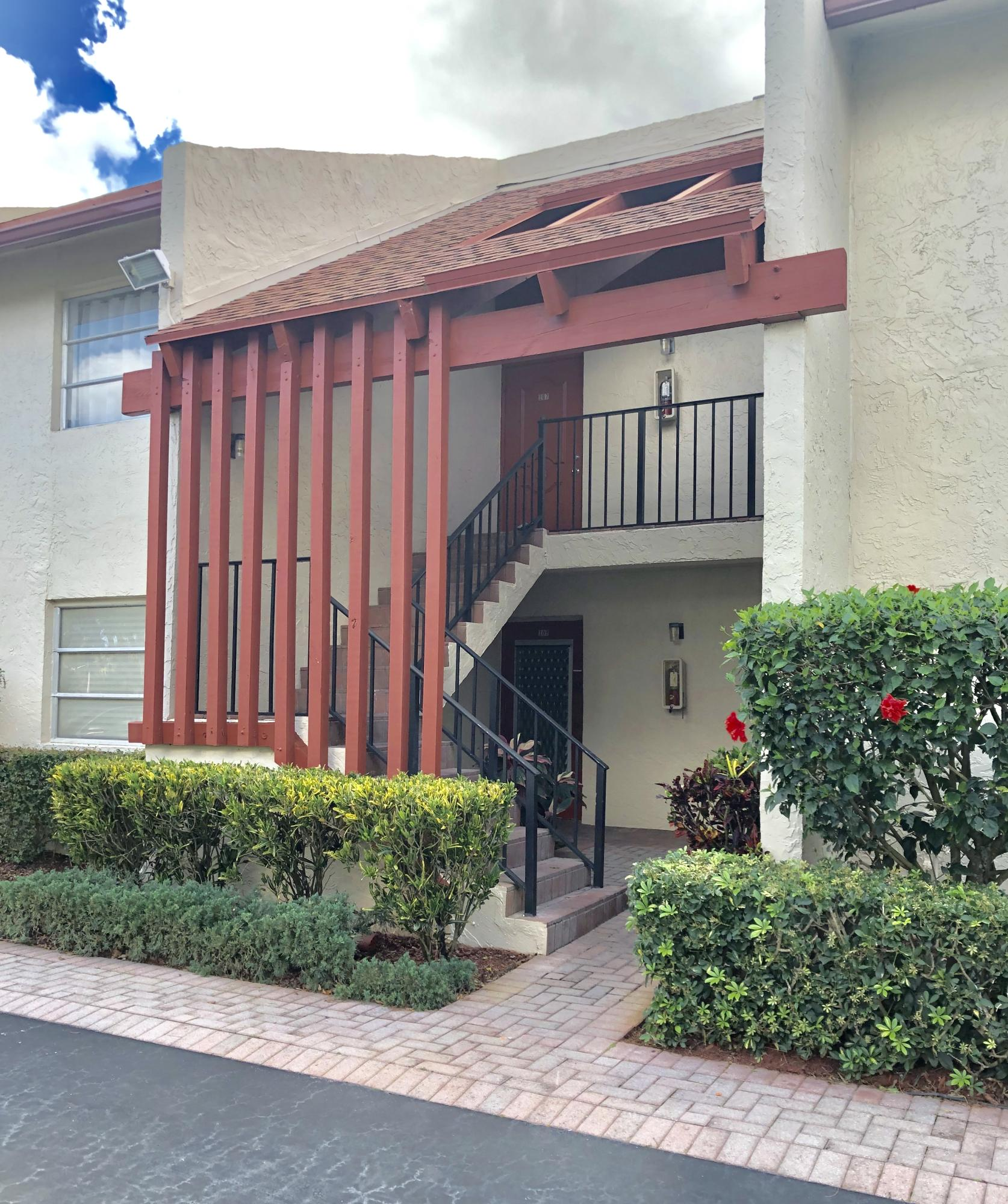 Villages Of Oriole Deauville Condo 14823 Cumberland Drive