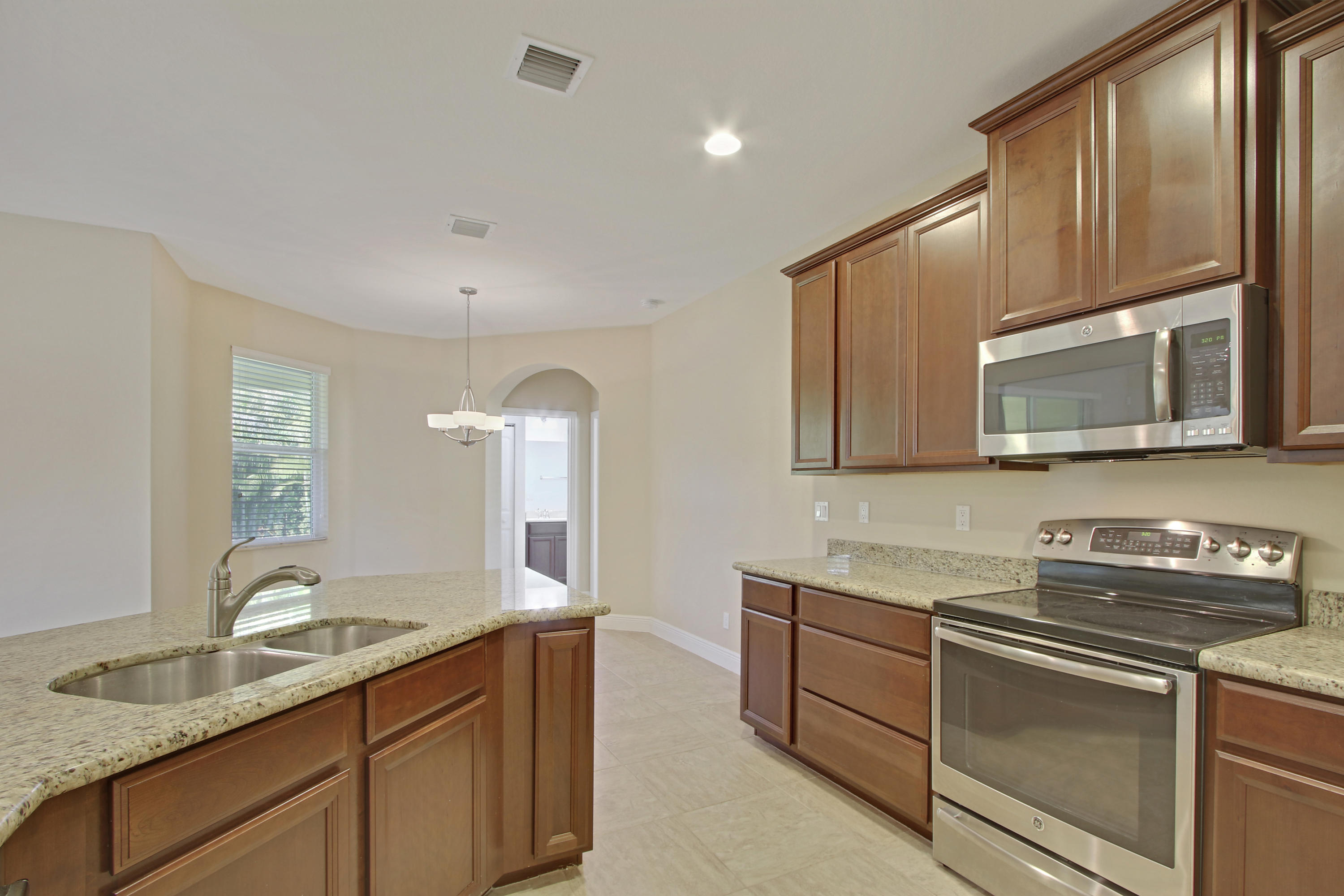 PINECREST LAKES REAL ESTATE