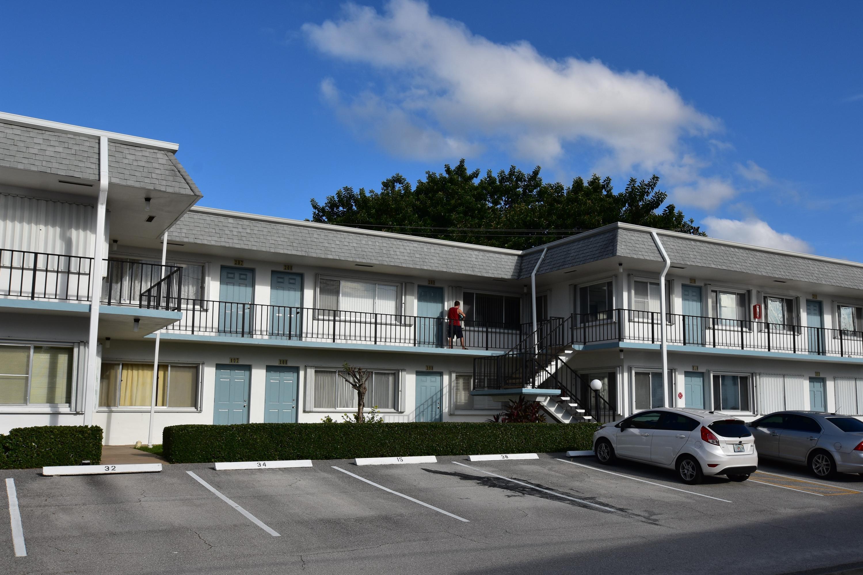 2960 Cynthia Lane 210 Lake Worth, FL 33461