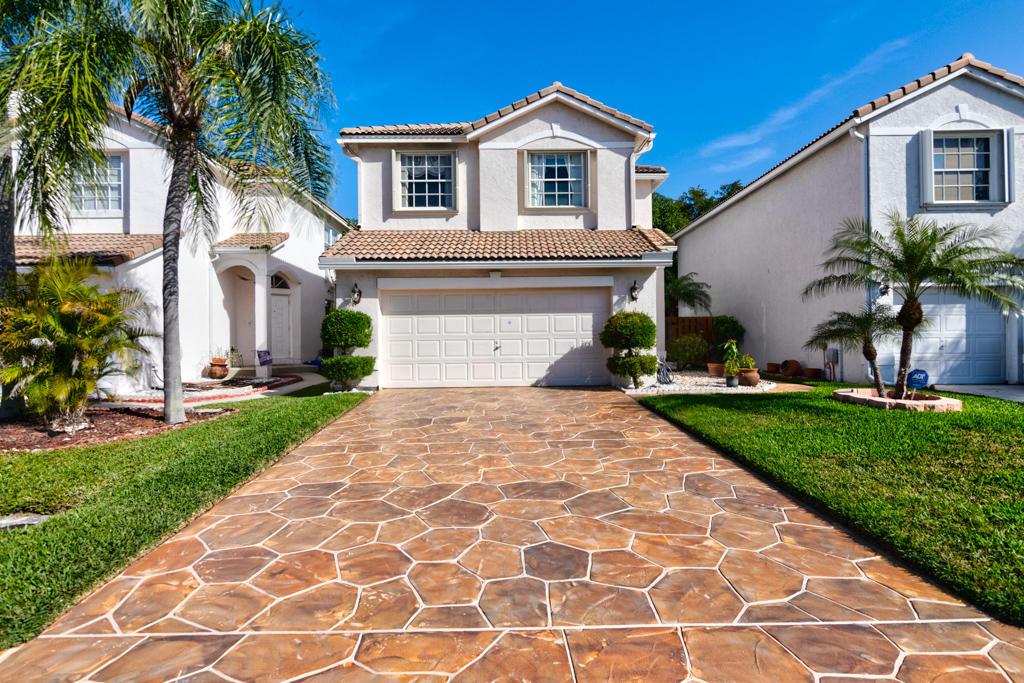 Home for sale in Lake Charleston/ Islands Lake Worth Florida