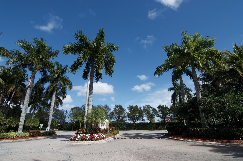 15145 Michelangelo Blvd 202  Delray Beach, FL 33446