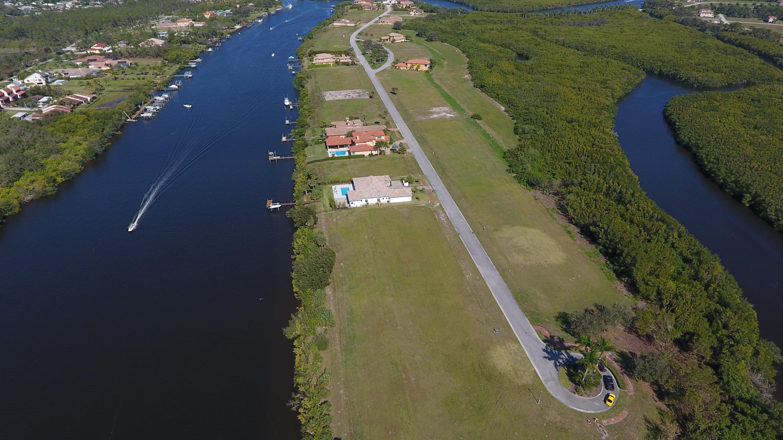 225 SE Fiore Bello, Port Saint Lucie, Florida