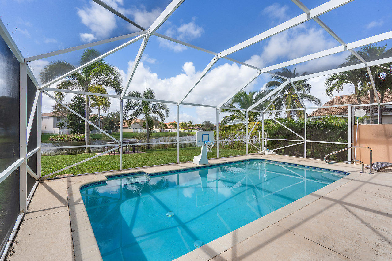 6233 Willoughby Circle Lake Worth, FL 33463