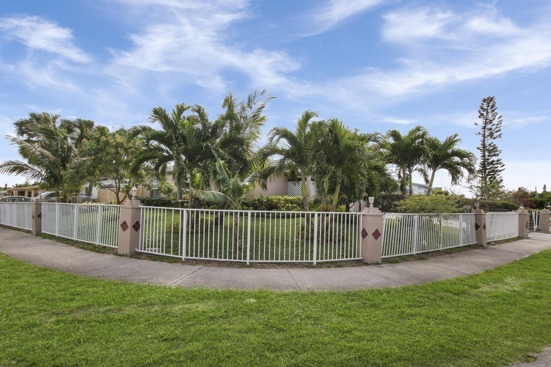 100 NE 27 Avenue  Boynton Beach FL 33435