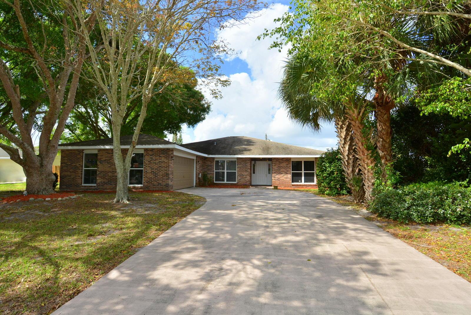 149 NE Caprona Avenue - Port St Lucie, Florida