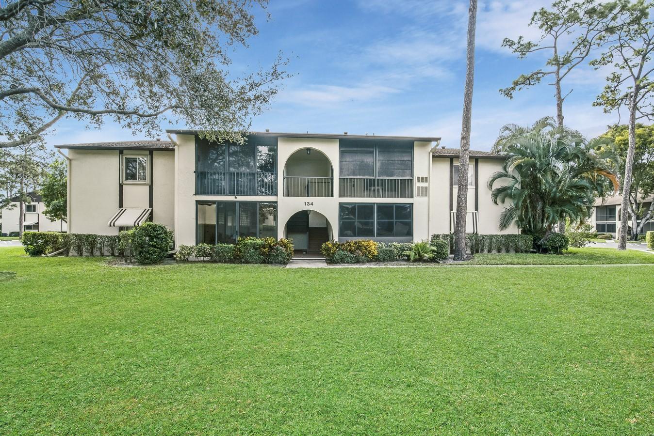 134 Lake Pine Circle B-2  Greenacres, FL 33463