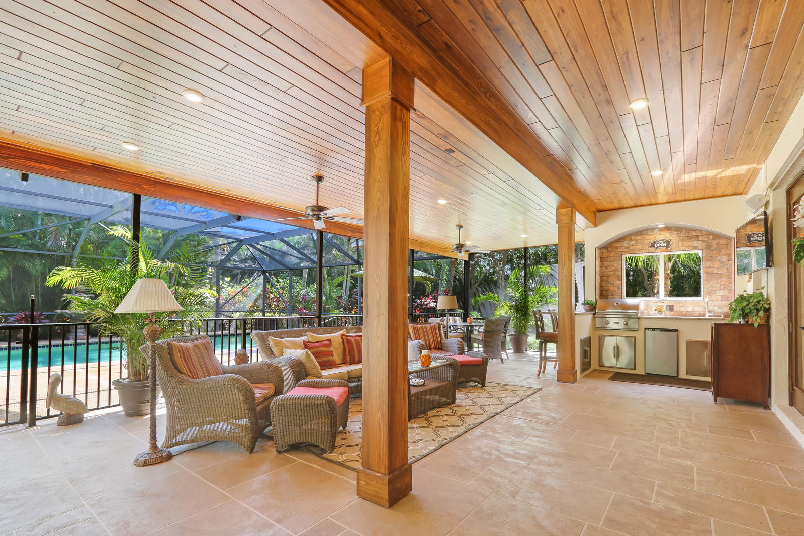 PALM BEACH COUNTRY ESTATES REAL ESTATE
