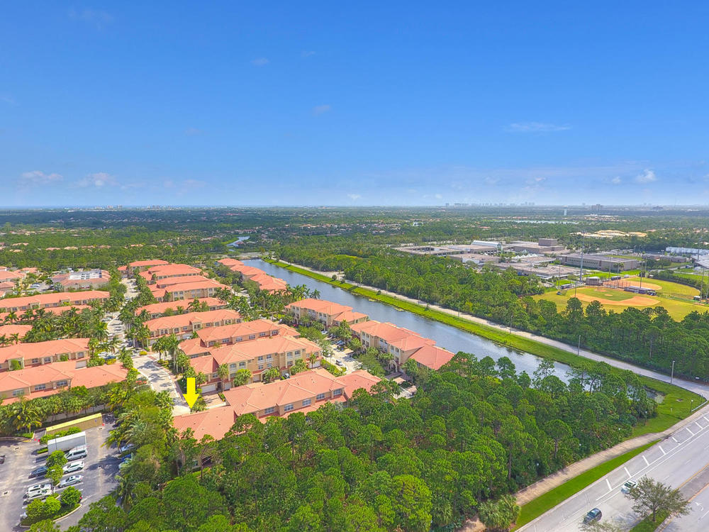 CIELO TOWNHOMES AT SHOPS OF DONALD ROSS  LT 9 BLK C2
