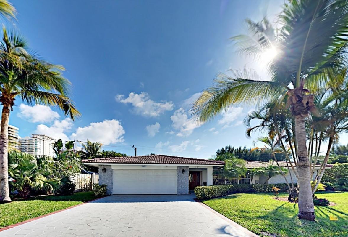 1271 Singer Drive  Riviera Beach FL 33404