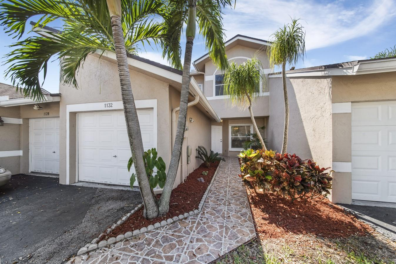1132 W Lakes Drive Deerfield Beach, FL 33442 small photo 1