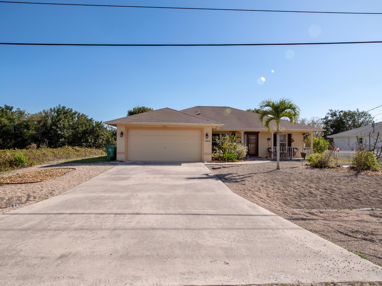 860 SW Mccomb Avenue - Port St Lucie, Florida