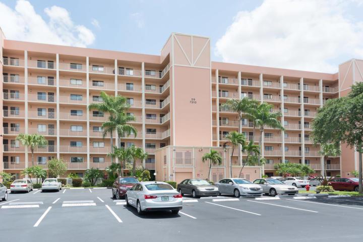 Huntington Lakes home 7310 Ashford Place Delray Beach FL 33446