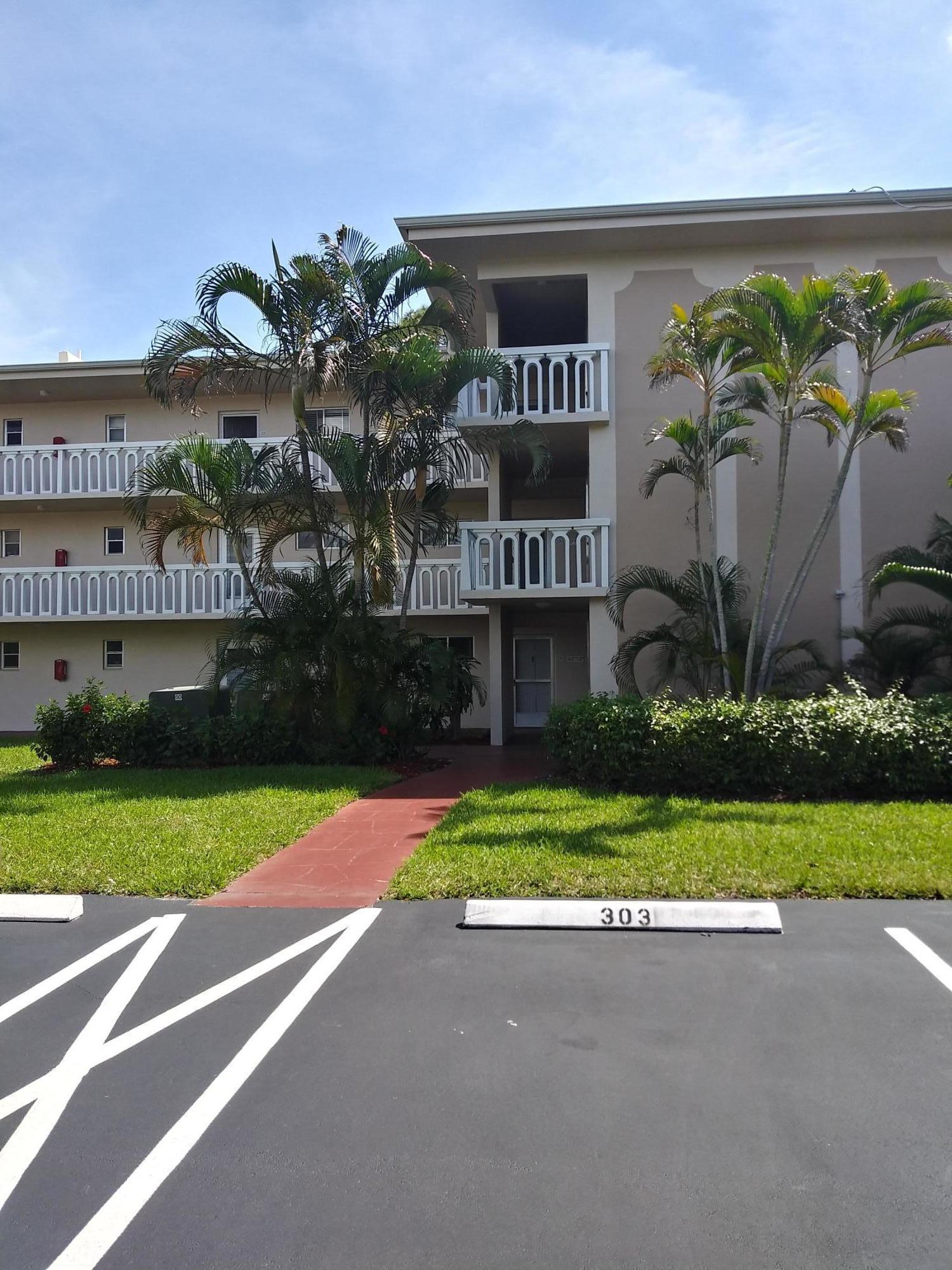 2581 Garden Drive 206 Lake Worth, FL 33461