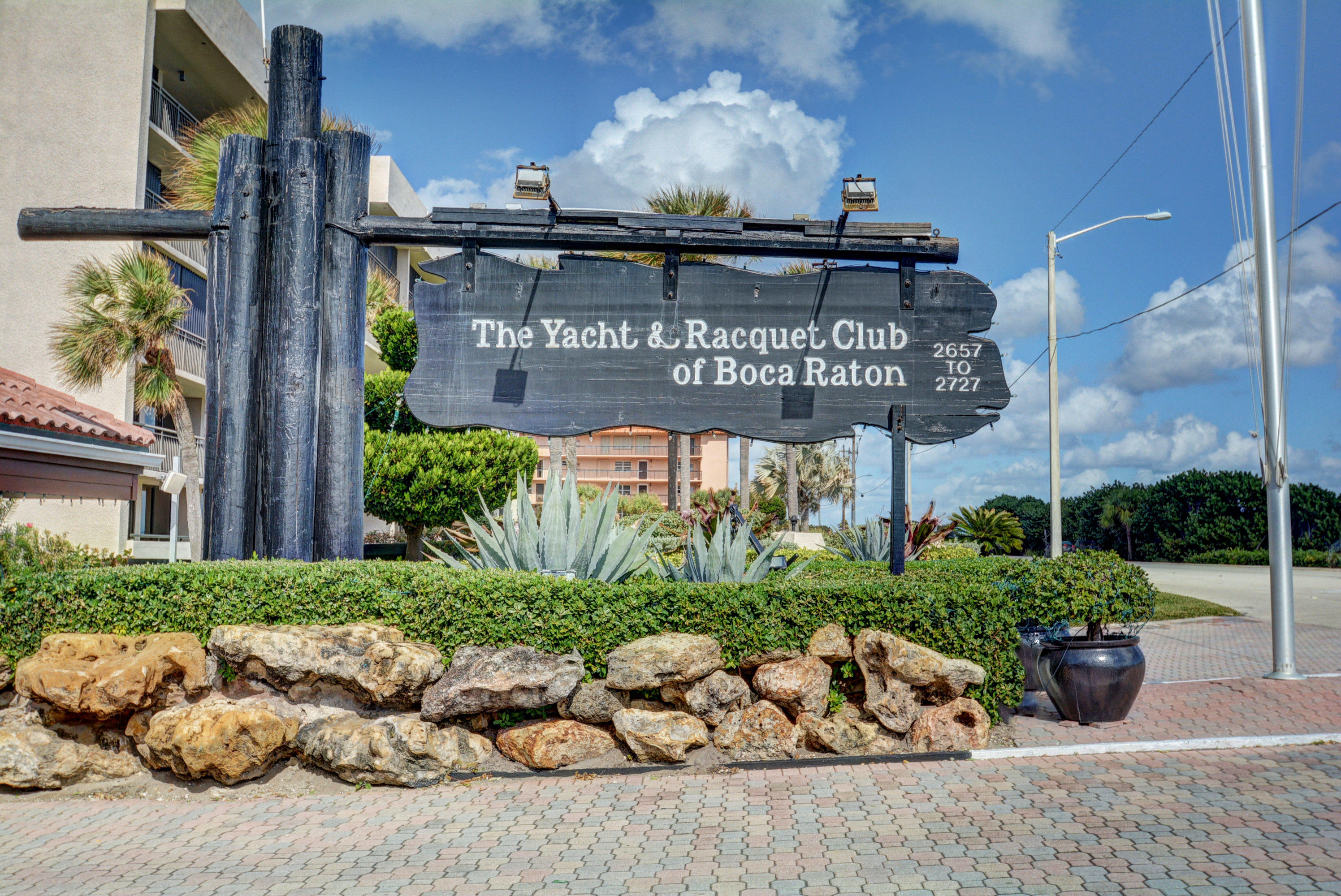 YACHT & RACQUET CLUB REALTY