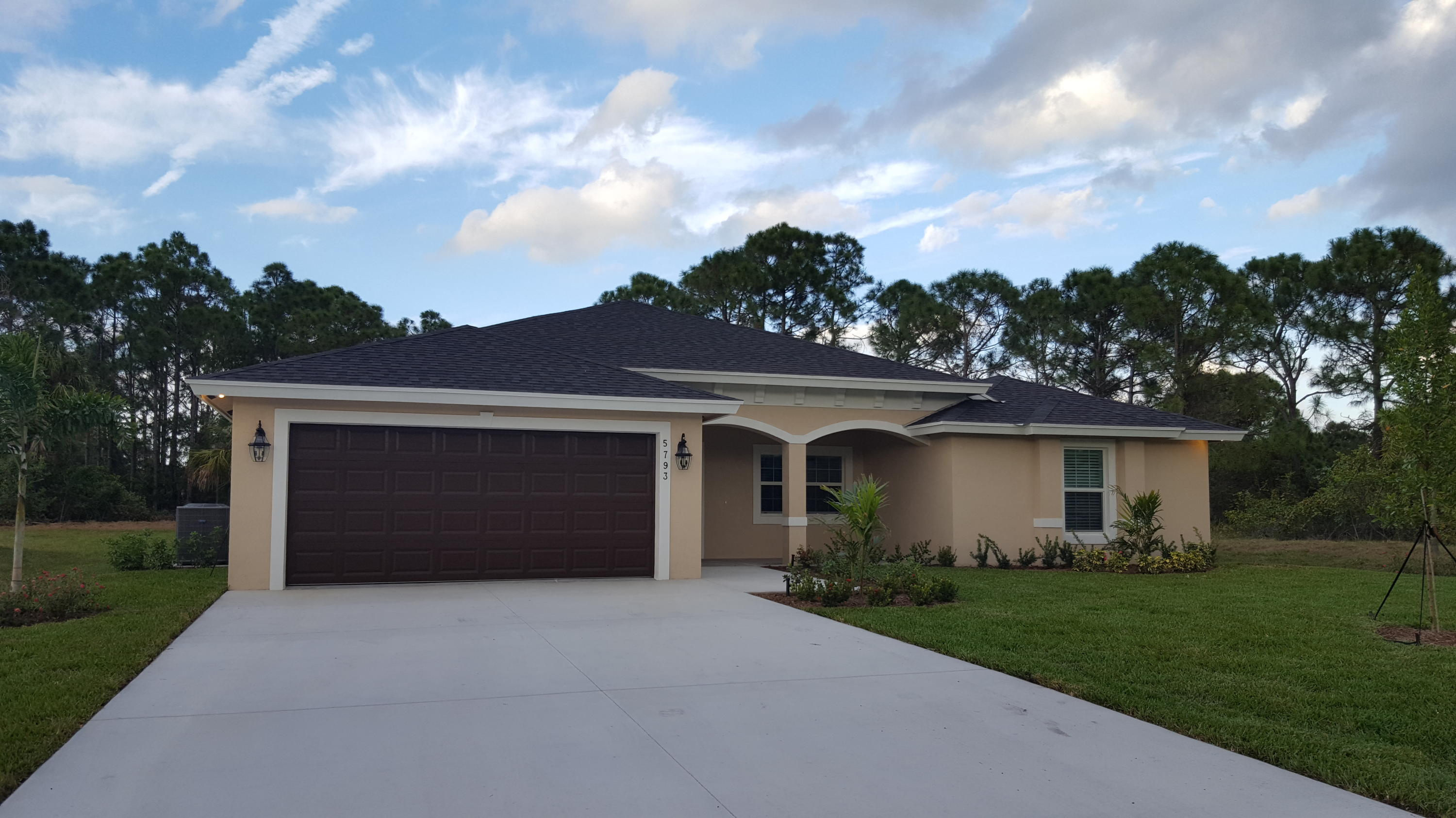 6135 NW Densaw Terrace, Port Saint Lucie, Florida