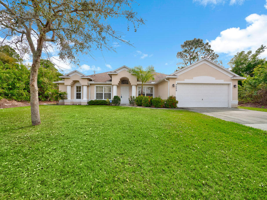 4609 SW Masefield Street, Port Saint Lucie, Florida