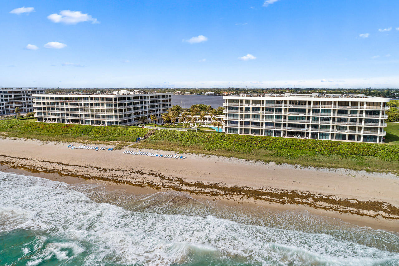 Home for sale in Sloans Curve - TWO THOUSAND CONDO Palm Beach Florida