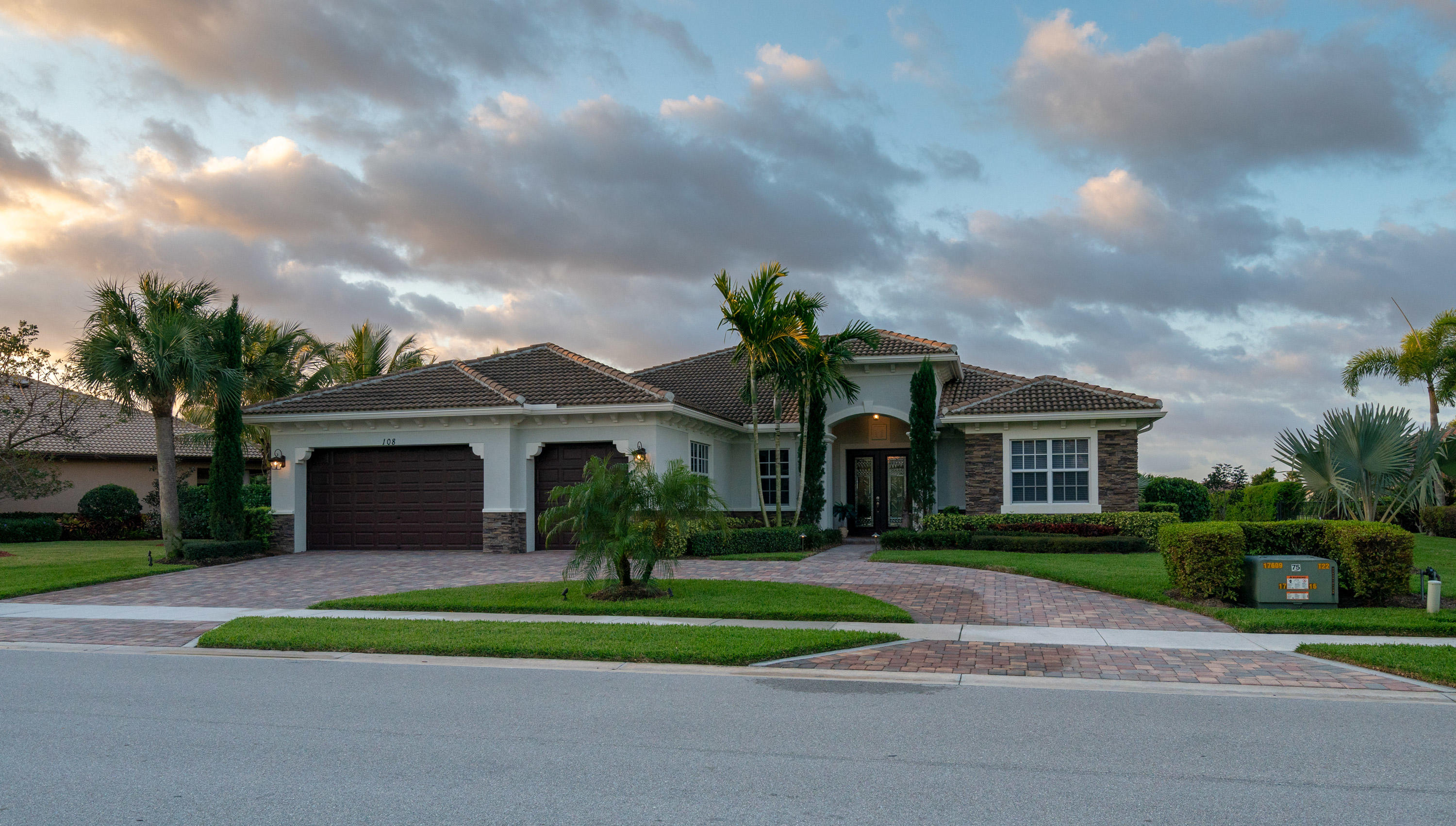 Photo of 108 Manor Circle, Jupiter, FL 33458