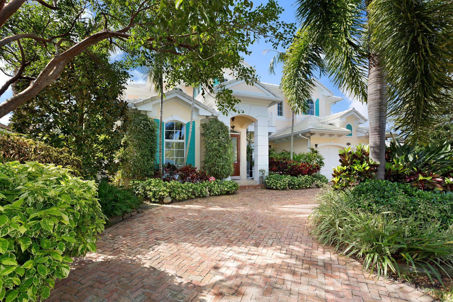 1032 Vista Del Mar Drive  Delray Beach, FL 33483